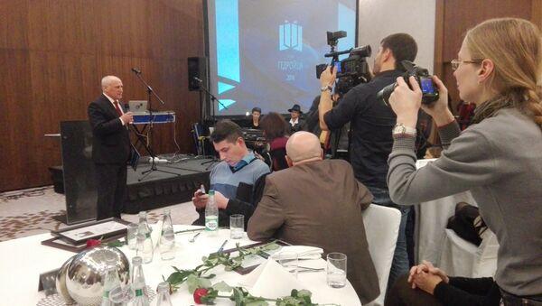 Старшыня СбП Барыс Пятровіч на ўручэнні прэміі - Sputnik Беларусь