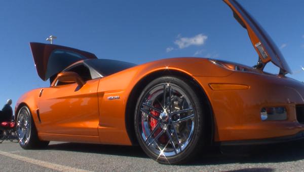 СПУТНИК_Chevrolet Corvette: сотні легендарных спорткараў выехалі на вуліцы ў ЗША - Sputnik Беларусь