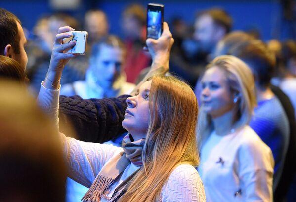 Народ на концерте окрыленный и счастливый, много красивых девушек - Sputnik Беларусь