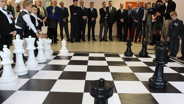 У мінскай сярэдняй школе №24 стартавала рэспубліканская акцыя «Шахматы школе» - Sputnik Беларусь