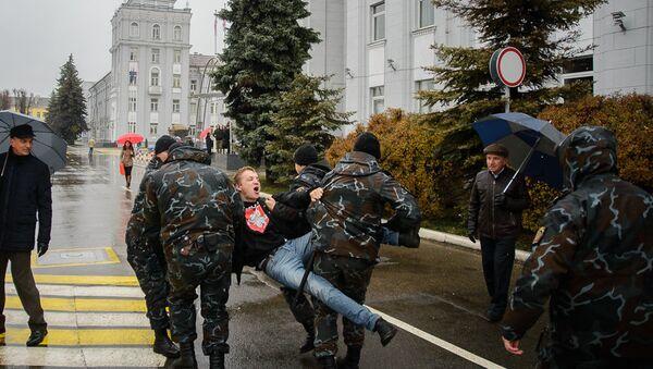 Задержание оппозиционеров возле МТЗ - Sputnik Беларусь
