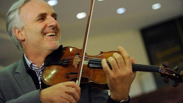 Австрийский скрипач Райнер Хонек со скрипкой Chaconne Антонио Страдивари - Sputnik Беларусь