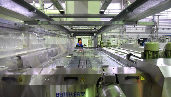 Участок немецкой линии, на которой производят новое стекло - Sputnik Беларусь
