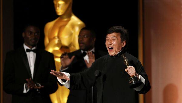 Знакаміты кітайскі акцёр і рэжысёр Джэкі Чан атрымаў у суботу ганаровую прэмію Оскар за выдатны ўклад у кінематограф (Academy Honorary Award) - Sputnik Беларусь