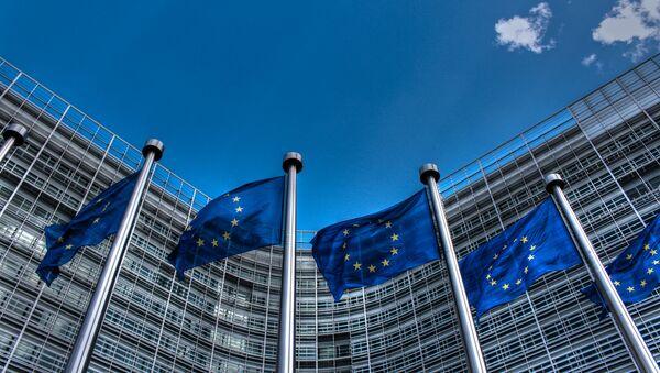 Флаги возле штаб-квартиры ЕС - Sputnik Беларусь