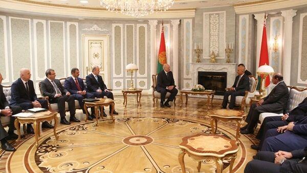 Прэзідэнт Лукашэнка сустрэўся з міністрамі Катара - Sputnik Беларусь