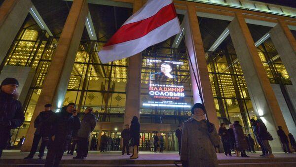 Акция оппозиции перед вечером Владимира Соловьева в Минск - Sputnik Беларусь