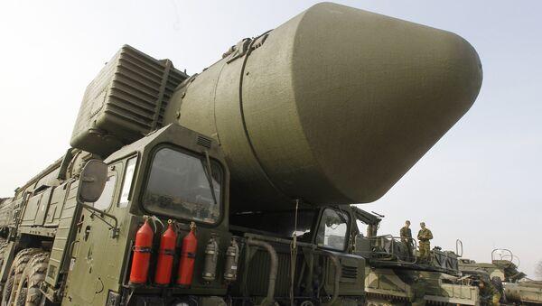 Демонстрация ракетного комплекса Тополь-М на подмосковном полигоне Алабино - Sputnik Беларусь