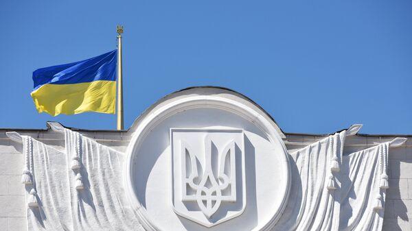 Флаг Украины на здании Верховной рады в Киеве - Sputnik Беларусь