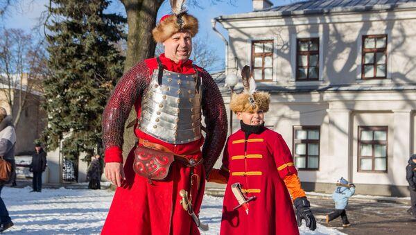 Багатыя касцюмы ў часы Баторыя насілі не толькі дарослыя, але і дзеці шляхты - Sputnik Беларусь