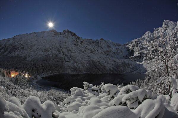 Зимняя сказка в Закопане. Татры – наивысшая часть Карпат, насчитывающая 25 пиков выше 2500 метров. - Sputnik Беларусь