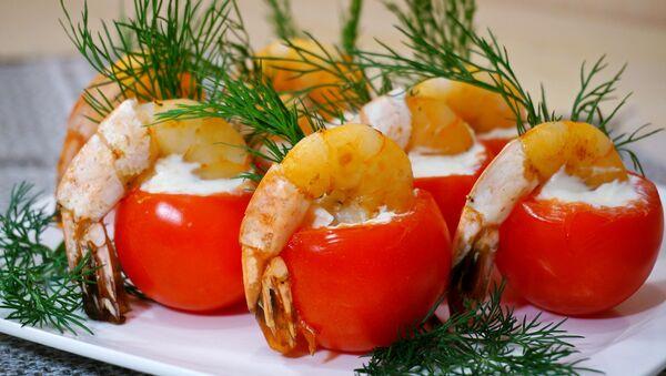 Помидоры черри, фаршированные сливочным сыром и креветками - Sputnik Беларусь