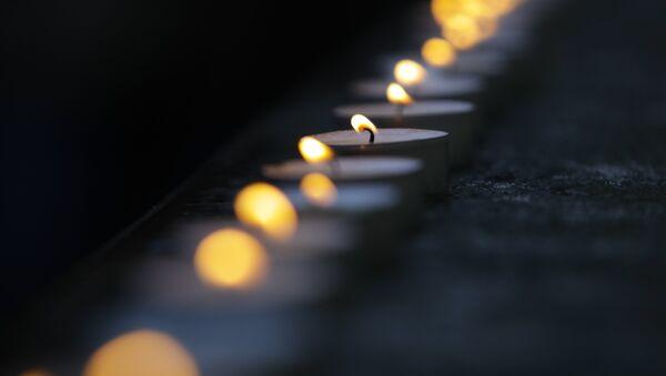 Свечи у здания Академического ансамбля песни и пляски Российской армии имени Александрова - Sputnik Беларусь