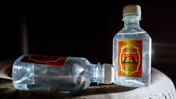 Емкости со спиртосодержащим средством с боярышником - Sputnik Беларусь