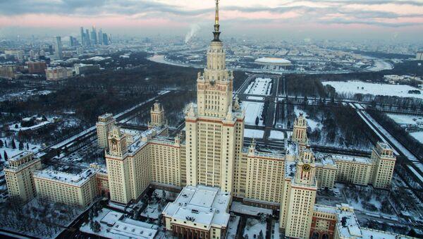 Вид на Главное здание МГУ на Воробъевых горах - Sputnik Беларусь