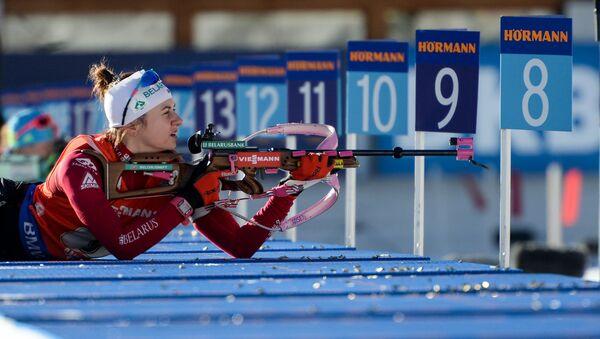 Белорусская биатлонистка Иринка Кривко на лежке в эстафетной гонке в итальянском Антхольце - Sputnik Беларусь