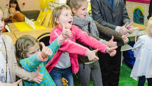Во время презентации книги для детей Сумны суп в рамках проекта MOVABOX - Sputnik Беларусь