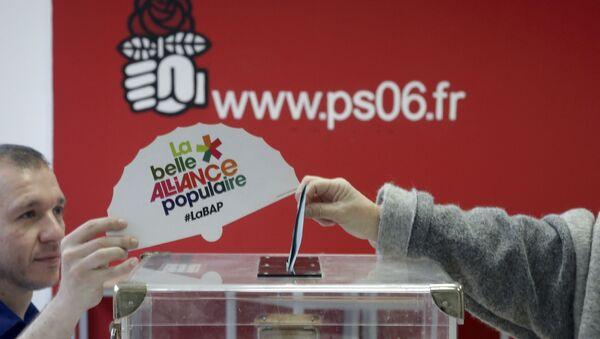 Более полумиллиона человек к полудню проголосовали во втором туре праймериз правящей Социалистической партии во Франции - Sputnik Беларусь