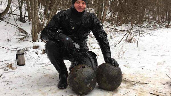 Ядра, найденные на территории замка - Sputnik Беларусь