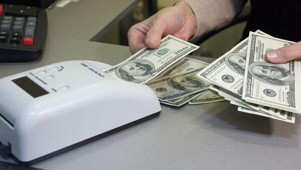 Проверка долларов на подлинность - Sputnik Беларусь