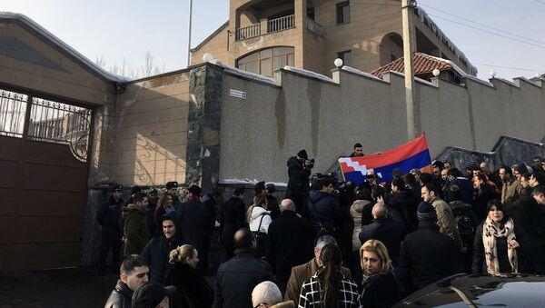 Акция протеста у посольства Беларуси в Армении против экстрадиции блогера Александра Лапшина в Азербайджан - Sputnik Беларусь