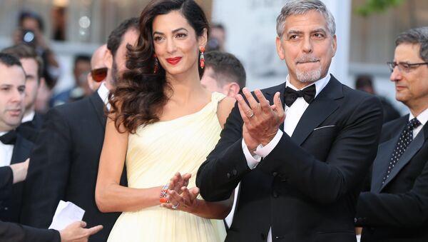 Американский актер Джордж Клуни и его жена британский адвокат Амаль Клуни - Sputnik Беларусь
