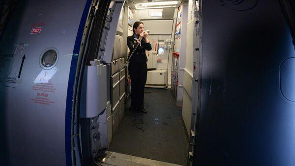 Бортпроводник на борту самолета А-321 авиакомпании Аэрофлот, архивное фото - Sputnik Беларусь