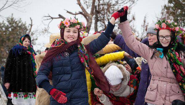 Зимние гулянья, архивное фото - Sputnik Беларусь
