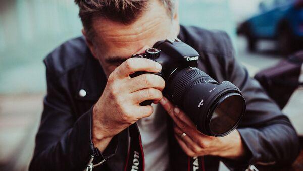 Мужчина с фотоаппаратом - Sputnik Беларусь