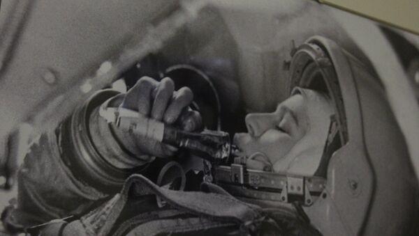 Валентина Терешкова в тренажере космического корабля Восток - Sputnik Беларусь