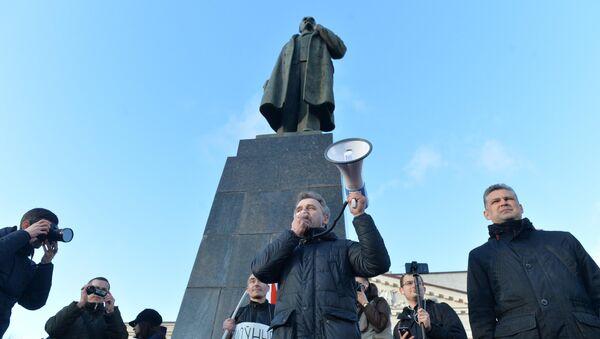 Лидер ОГП Анатолий Лебедько в Молодечно выступает перед местными жителями - Sputnik Беларусь