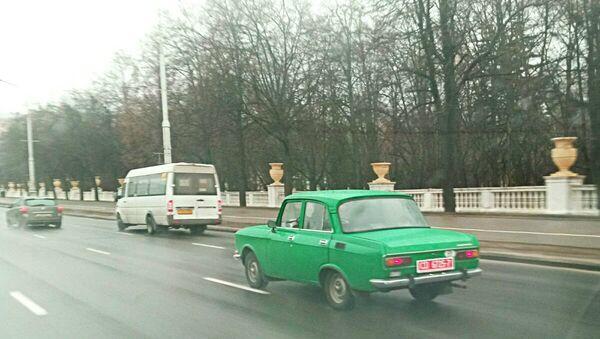 Масквіч з дыпламатычным нумарам належыць амбасадзе Германіі - Sputnik Беларусь