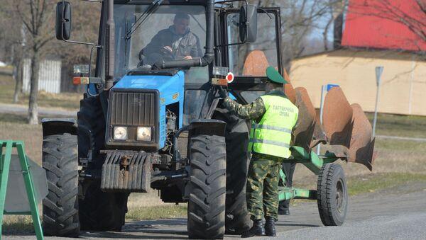 Работа пограничного контроля на въезде в пограничную зону - Sputnik Беларусь