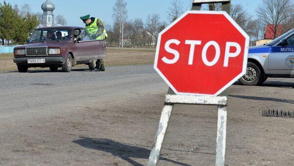 Проверка автомобилей на въезде в приграничную зону - Sputnik Беларусь