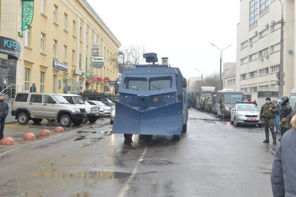 В центре Минска собраны силы милиции и ОМОНа, а также спецтехника - Sputnik Беларусь