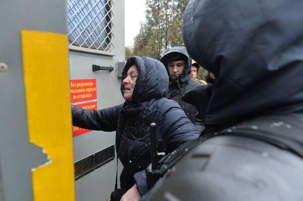 Проверку документов и личных вещей милиция начала проводить еще возле Академии наук - Sputnik Беларусь
