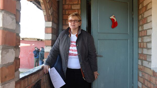 Галина Игнатович расстроена тем, что ее протест на кране не помог, но все-таки надеется найти справедливость - Sputnik Беларусь