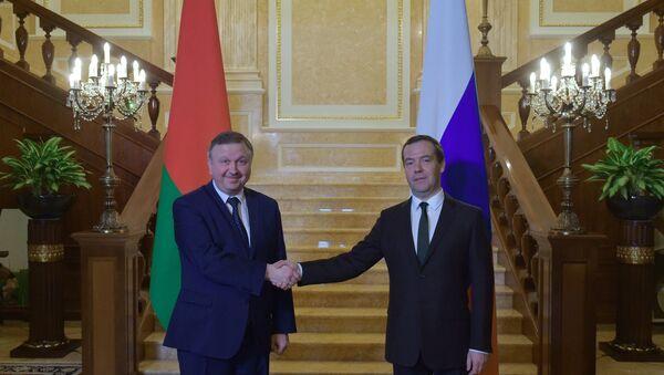 Председатель правительства РФ Д. Медведев встретился с премьер-министром Белоруссии А. Кобяковым - Sputnik Беларусь