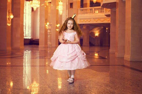 Модель Николетта в роли Принцессы на горошине - Sputnik Беларусь