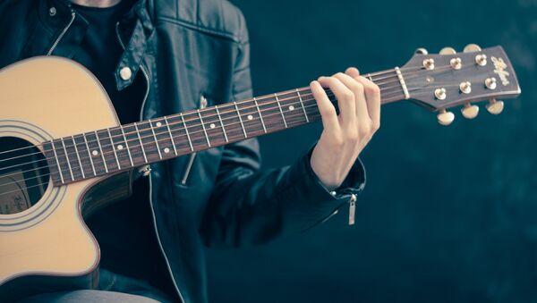 Музыка грае на гітары - Sputnik Беларусь