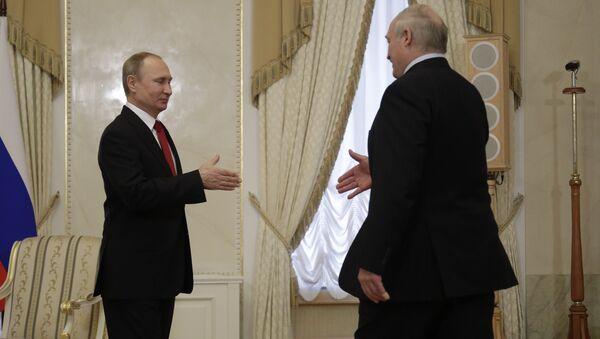 Владимир Путин и Александр Лукашенко на встрече в Санкт-Петербурге 3 апреля 2017 года - Sputnik Беларусь
