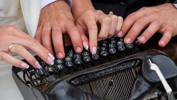 Работа на печатной машинке, архивное фото - Sputnik Беларусь