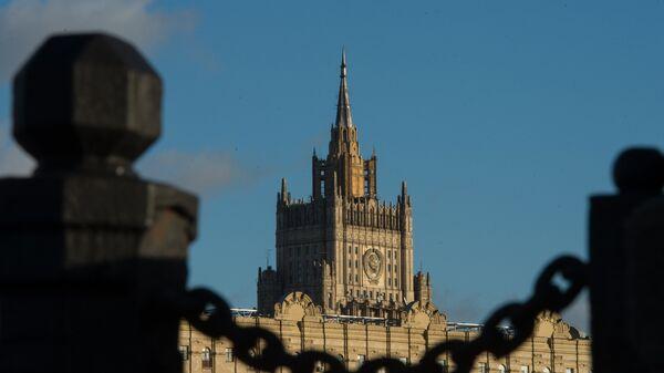 Вид на здание министерства иностранных дел Российской Федерации на Смоленской-Сенной площади с Новоарбатского моста - Sputnik Беларусь