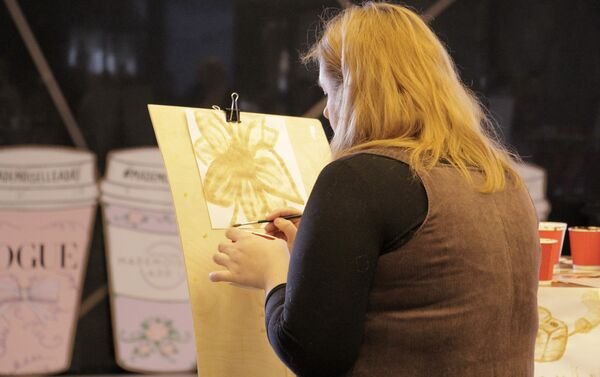 На фестивале кофе можно создать картину с помощью кофе - Sputnik Беларусь