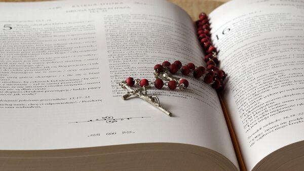 Біблія і ружанец - Sputnik Беларусь