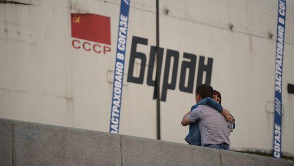 Транспортировка макета космического корабля Буран на ВДНХ - Sputnik Беларусь