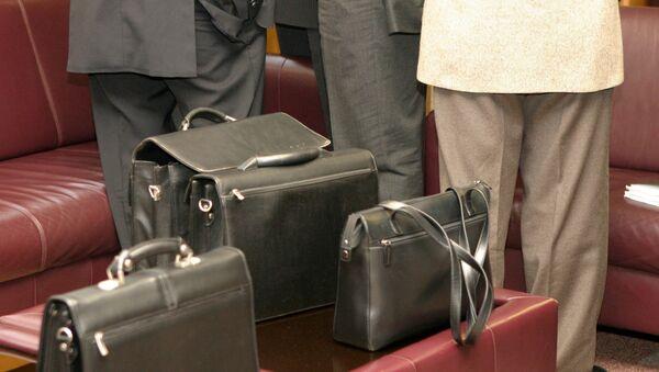 Мужчины с портфелями, архивное фото - Sputnik Беларусь
