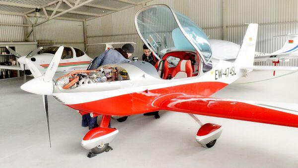 Обучение пилотированию самолета Viper стоит 6,2 тысячи евро - Sputnik Беларусь