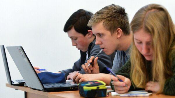 Студенты перед экзаменом - Sputnik Беларусь
