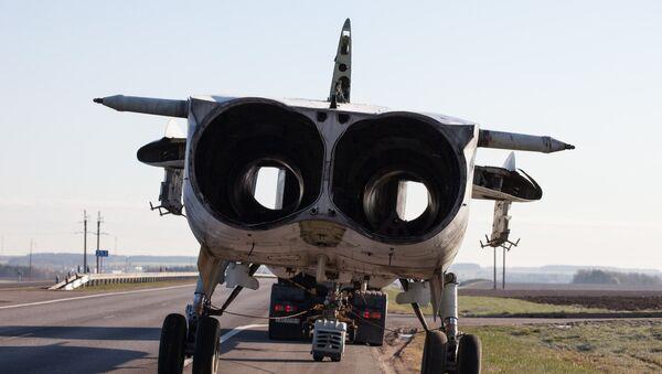 Су-24М вязуць па шашы - Sputnik Беларусь